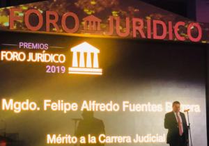 Presidente del TEPJF recibió premio por su carrera judicial
