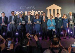 Con los Premios Foro Jurídico 2019 se Reconocen  a Destacados Mexicanas y Mexicanos