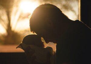 Proponen ampliar la licencia de paternidad de 5 a 15 días